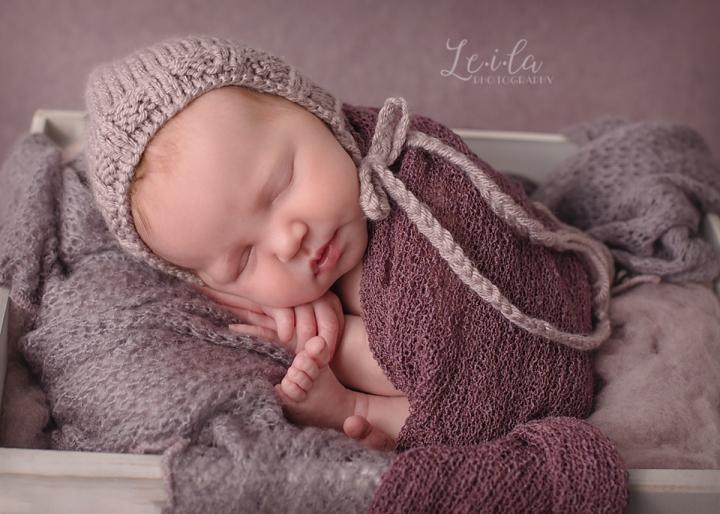 Waco Newborn Photographer: Baby LedPosing